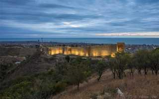 Оборонительная стена древнего Дербента