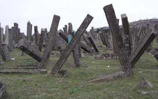 Древние кладбища Дербента, саркофаги, мавзолеи, плиты