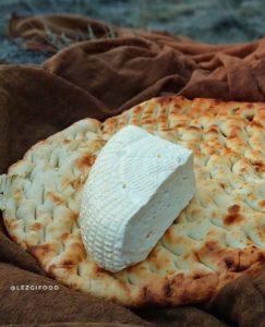 Горячий хлеб и сыр