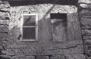 Резные окна в ауле Джули